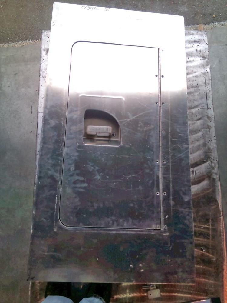 Marine-Fabrication-Welding-Aluminum-Custom-Boat-Deck-Hatch